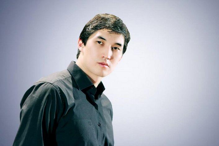 Адиль Ахметов - заказать ведущим в BnMusic