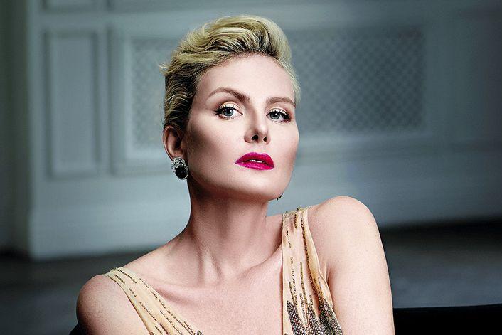 Рената Литвинова - страница на официальном сайте агента